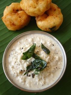 Indian Recipes Hotel style coconut chutney recipe - Subtly spiced and tempering with curry leaves gives the coconut chutney all the charm it needs to be your favorite side with dosa and idli. Veg Recipes, Indian Food Recipes, Asian Recipes, Vegetarian Recipes, Cooking Recipes, Indian Chutney Recipes, Cooking Steak, Cooking Games, Recipies
