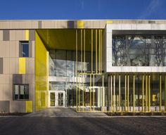Image 11 of 12 from gallery of Harfang-Des-Neiges Primary School / CCM2 Architectes + Onico Architecture. Photograph by Stéphane Groleau