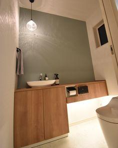 HIRO☻さんはInstagramを利用しています:「・ ・ こんばんは🌝 ・ 3連休いかがお過ごしでしたかー?♡ 私はと言うと、土日は実家に入り浸り😎💕 月曜の今日は旦那もお休みだったので、朝からひまわり畑🌻に行ったり買い物行ったり♩ せっせとお片づけも頑張りました💪 ・ まだまだダンボールあるよー😂…」 Toilet Room, Japanese House, Washroom, House Rooms, Ideal Home, My House, House Design, Mirror, Interior
