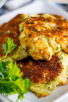 If you're a shrimp lover these low carb shrimp cakes are just for you! Shrimp is low in fat, but adding cheese to these makes them great for a keto friendly dinner. Keto Shrimp Recipes, Healthy Low Carb Recipes, Cauliflower Recipes, Ketogenic Recipes, Quick Recipes, Cauliflower Rice, Protein Recipes, Ketogenic Diet, Free Recipes