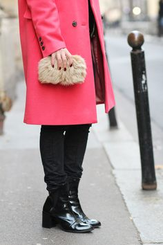 sabfashionlab-fashion-blog-mode-pink-oversized-coat-furry-clutch-2
