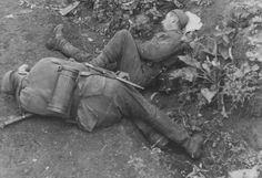 When exhaustion catches up with you, any place can serve as temporary bed. These two German soldiers belonging to 304.Infantry Regiment have collapsed into deep sleep on the side of the road. Note the boots of the soldier in the foreground bearing spurs. Undated photo, most likely from the long German retreat in the USSR.