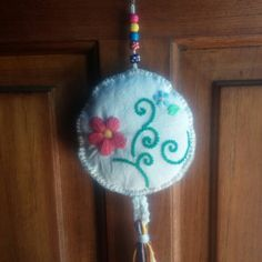 Margarita, Dream Catcher, Christmas Ornaments, Holiday Decor, Crochet, Ideas, Crochet Flowers, Hand Embroidery Stitches, Hand Embroidery