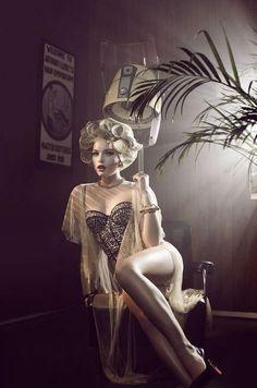 Pin-up Girl Themed Boudoir Photography Ideas - Sortrature Lingerie Vintage, Vintage Glamour, Vintage Corset, Vintage Soul, Vintage Hair, Hollywood Glamour, Old Hollywood, Burlesque, Boudoir Photography