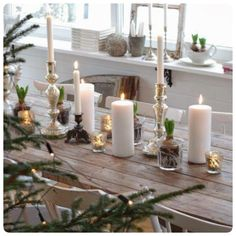 Rustic Christmas Tablescapes with white candles Noel Christmas, Scandinavian Christmas, Country Christmas, Winter Christmas, Simple Christmas, Elegant Christmas, Beautiful Christmas, Christmas Wedding, Natural Christmas