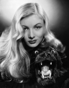 Veronica Lake - Veronica Lake (November 1922 – July was an American film, stage and television actress. Lake won both popular and critical acclaim, most notably for her role in Sullivan's Travels and for her femme fatale roles in fi Hollywood Stars, Old Hollywood Glamour, Golden Age Of Hollywood, Vintage Hollywood, Classic Hollywood, Glamour Ladies, Hollywood Hair, The Veronicas, Anjelica Huston