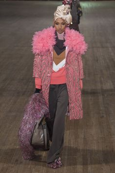 See the complete Marc Jacobs Spring 2018 Ready-to-Wear  collection.