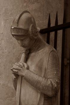 Provins.Ile-de-France. Collégiale Saint-Quiriace Statue de Jeanne d'Arc Détail