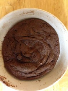 EVENING SNACK: Chocolate Mug Cake Chocolate mug cake: 1 pack chocolate drink mix 1 egg white 1 tsp baking powder 1 tbsp olive oil 1 tsp splenda splash vanilla Mix ingredients, add water until a batter forms. Microwave in mug or bowl on top of a plate until done.