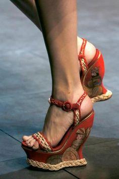 Dolce & Gabbana, zeppe con motivo dipinto