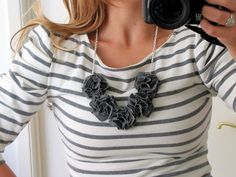 Pom pom bib necklace tutorial from Little Miss Momma. Quick, easy & oh so pretty! Tutorial Colar, Necklace Tutorial, Diy Necklace, Pompom Necklace, Floral Necklace, Rose Necklace, Necklace Ideas, Simple Necklace, Felt Necklace