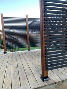 Backyard Patio Designs, Backyard Fences, Backyard Landscaping, Privacy Screen Outdoor, Deck Privacy Screens, Diy Privacy Fence, Garden Privacy, Privacy Ideas For Backyard, Privacy Fence Decorations
