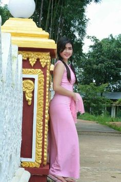 Le Soleil ☀️ Oriente - MyKingList.com Beautiful Girl Facebook, Beautiful Girl Photo, Beautiful Asian Women, Beautiful Celebrities, Girl Photo Download, Beautiful Girl Hd Wallpaper, Burmese Girls, Myanmar Women, Myanmar Traditional Dress