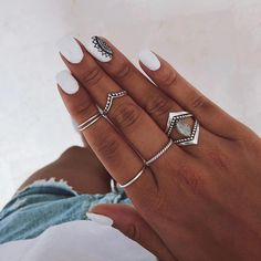 How to choose your fake nails? - My Nails White Nail Designs, Nail Art Designs, Hair And Nails, My Nails, Gel Nails At Home, Dream Nails, Cute Acrylic Nails, Trendy Nails, White Nails
