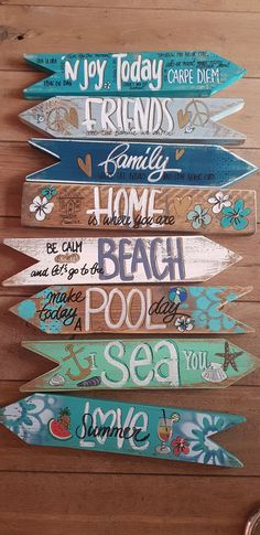 Bestel hier uw Wegwijzer en tekstborden | Byjootje.nl Beach House Signs, Pool Signs, Beach Signs, Diy Arts And Crafts, Crafts To Sell, Beach Theme Garden, Beach Words, Boutique Deco, Ibiza Fashion
