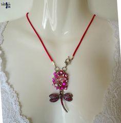 Rosa Lee - Collier en soie au pendentif libellule scintillante de strass et bouquet de fleurs rose fuchsia : collar silk with a shiny rhinestone dragonfly by TaliBellule