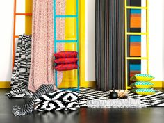 The black and white LAPPLJUNG RUTA rug, from IKEA, can be combined with cushions in the same aztec print. The cushion cover can easily replaceable with a colored copy of the LAPPLJUNG collection.