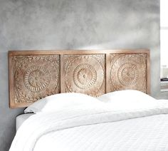 The bed defines the bedroom and the headboard defines the bed. So if you& looking for unusual headboard ideas for your room you've reached the right place Diy Home Decor Easy, Diy Home Decor Bedroom, Bedroom Furniture, Home Furniture, Decor Diy, Furniture Cleaning, Rustic Furniture, Wood Headboard, Headboards For Beds