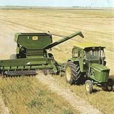 Nice photo from - John Deere 4020 and John Deere 106 Pull-Type Combine - thanks Antique Tractors, Vintage Tractors, Vintage Farm, Old John Deere Tractors, Jd Tractors, John Deere Equipment, Old Farm Equipment, Running Equipment, Tractor Pictures