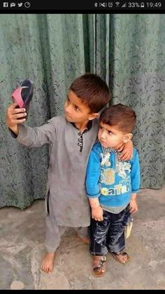 Kids Taking Selfie Funny Babies, Funny Kids, Cute Kids, Cute Babies, Poor Children, Precious Children, Beautiful Children, Kids Around The World, People Of The World