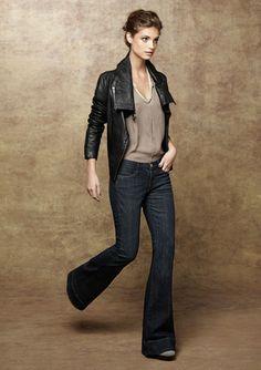 Gosto... Já tive jaqueta de couro, não tenho mais e nem sei quando pretendo ter novamente... Mas jeans flare com qualquer top em tom neutro é <3
