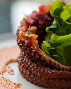 El pulpo en #puebla109 #photooftheday #statigram #tweetgram #life #food #chefstalk #iphoneonly #instagramhub #igersoftheday #iphoneography #cdmx #mexico #df #chefs #life #capdishes #chefsroll #theartofplating #gastroart  @theartofplating @gastroart @chefsroll @chefsofinstagram by paris.tian