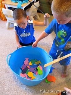 This is an easy fishing craft to make for the kids! (and gives them practice for their real fishing trip to CallawayGardens! Toddler Sunday School, Sunday School Lessons, Sunday School Crafts, Fish Activities, Church Activities, Preschool Activities, Preschool Bible, Preschool Class, Rainbow Fish Story