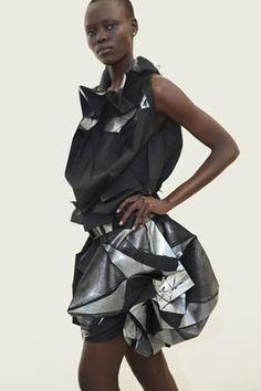 Ideas origami fashion editorial issey miyake for 2019 Origami Fashion, 3d Fashion, Editorial Fashion, Fashion Show, Fashion Images, Runway Fashion, Fashion Trends, Issey Miyake, Mode Origami