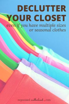 Love these tips to declutter and organize your closet. This works even if you wear multiple sizes, have a capsule wardrobe, or need clothes for different seasons. Includes a free printable to organize your outfits! Small Closet Organization, Home Organization Hacks, Organizing Your Home, Organizing Tips, Cleaning Hacks, Clothing Organization, Declutter Your Life, Clutter Free Home, Family Organizer