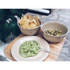 Con amor,  siempre sale bien  #vadefoodies #guacamole #aguacate #nachos #aceitunas #love #foodporn #healtyfood #deliciuous #friends #foodiesbarcelona #gastromoments #gastronomy #vscofood #delish