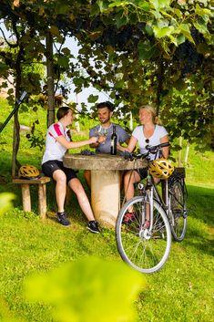 Eine Radtour durch die Region Bad Gleichenberg birgt viele Überraschungen. #badgleichenberg Bergen, Bad, Outdoor Decor, Bike Rides, Vacation, Mountains