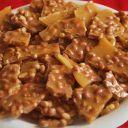Entre no clima de festa junina e experimente essa receita de pé de moleque com açúcar mascavo.