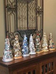 Retro Christmas Decorations, Vintage Christmas, Christmas Diy, Xmas, Handmade Christmas, Holiday Decor, Jeweled Christmas Trees, Vintage Jewelry Crafts, Recycled Jewelry