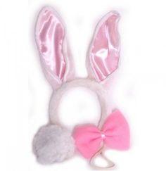 Bunny Set Mit unserem lustigen Bunny - Set bestehend aus Fliege, Wackelohren und Buschelschwänzchen können sich Kinder und auch Erwachsene verkleiden. Der Haarreif ist sehr dehnbar und passt sich dem Kopf an.Dieses Set lässt sich aber auch sehr zum Junggesellenabschied oder anderen Partys verwenden. Das Hasenkostüm besteht aus drei Teilen: