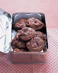 Outrageous Chocolate Cookies Recipe. They look like lava! <3