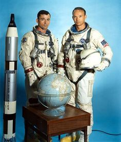 Nasa John Young and Michael Collins of Gemini - Michael Collins, Nasa Missions, Apollo Missions, Astronauts In Space, Nasa Astronauts, Cosmos, Neil Armstrong, Apolo Xi, Gemini Images