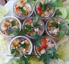 Tatar ze śledzia z marynowanymi grzybkami i papryką Fish Dishes, Seafood Dishes, Appetizer Salads, Appetizers, Seafood Salad, Fresh Rolls, Fish Recipes, Brown Sugar, Food And Drink