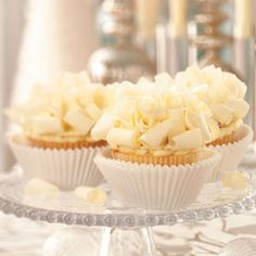 Cannoli Recipes - Like cannolis? You'll love this collection of cannoli desserts. In addition to cannoli recipes, you'll also find cannoli cupcakes, cannoli cheesecake, cannoli martinis and more! Cupcake Recipes, Cupcake Cakes, Dessert Recipes, Funnel Cakes, Italian Desserts, Just Desserts, Classic Desserts, Cakes Originales, Cake Pops