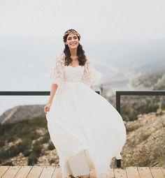 love this gorgeous bride + her lace bolero