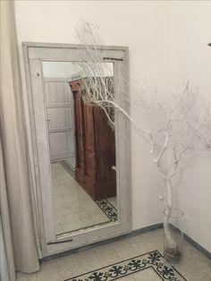 Specchio con cornice in legno con effetto vintage