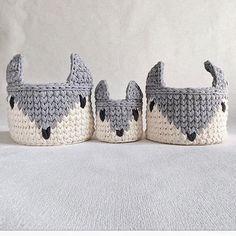 Ai que fofurinhas {inspiração} #artesanal #feitoamao #handmade #crochê #fiodemalha #crochet #crochetlover #cestos #basket #cestoorganizador #yarn #knitting #decoracao #decor #decorinfantil #quartodebebe #babyroom #boanoite #inspiration From @kronastore
