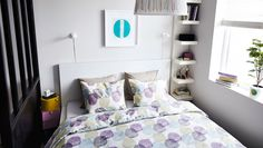 Modern Ikea : Moderne Ikea Lack Im Wandregal Foto Deko Lack Wandregal Design Weiss Wand Moderne Ikea Lack Im Wandregal Foto ~ hauss. Ikea Bedroom Furniture, Home Decor Bedroom, Bedside Table Ikea, Table For Small Space, Small Spaces, Floating Shelf Decor, Ikea Lack, Ikea Us, Bedroom Storage