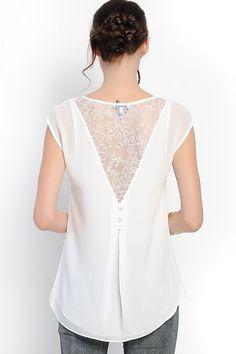 Blusa blanca con encaje atrás