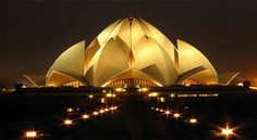 Beautiful Lotus Temple in night light located in India. This is Lotus Temple (Bahai house), loated in Delhi the capital of India. Iran Architecture, Amazing Architecture, Delhi Red Fort, Nova Deli, Delhi Tourism, Delhi City, Lotus Temple, Temple India, India Gate