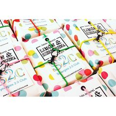 Hoy en el blog mi primer post sobre jabones...que emoción y que nervios!! Si quieres saber un poquito más sobre los jabones de limón y hierbabuena que hice para el evento Synergies 2.0 Club no dejes de pasarte.  #losjabonesdeloscorchetes #jaboneshellomarielou #jabonnatural #hechoamano #jabonesbonitos #soap #soaps #handmade #handmadesoaps #detalleseventos #synergies20club #synergies2.0 #soapmaker