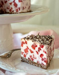 "This stunning vegan Raw Strawberry Chocolate ""Cheesecake"" is nut- and soy-free, too!"