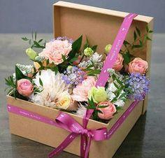Image of vintage floral arrangements … – World of Flowers Flower Box Gift, Flower Boxes, Flowers In A Box, Deco Floral, Floral Design, Art Floral, Vintage Floral, Ikebana, Pretty Flowers