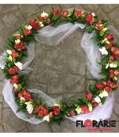 Aranjament de cristelnita cu minirose si frezii Terraria, Grapevine Wreath, Grape Vines, Floral Wreath, Wreaths, Home Decor, Plant, Terrariums, Decoration Home