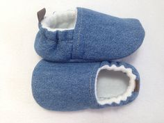 Blue Jean Baby Shoes Soft Sole Baby Shoes by CharleeOhCreations Denim Baby Shower, Baby Shower Gifts, Baby Gifts, Baby Shoes Pattern, Shoe Pattern, Pattern Sewing, Toddler Moccasins, Toddler Shoes, Baby Shoes Tutorial
