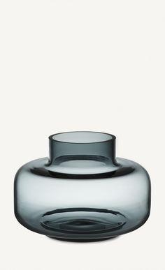 Marimekko - Urna Vase Ø 30 cm, grau Grau Marimekko, Grey Glass, Alessi, Nordic Design, Bottle Design, Small Flowers, Flower Vases, Perfume Bottles, Pottery